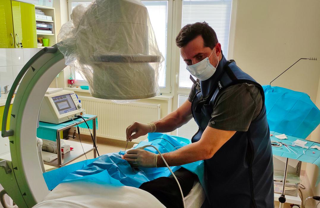 Liečba kolenného kĺbu s využitím rádiofrekvencie